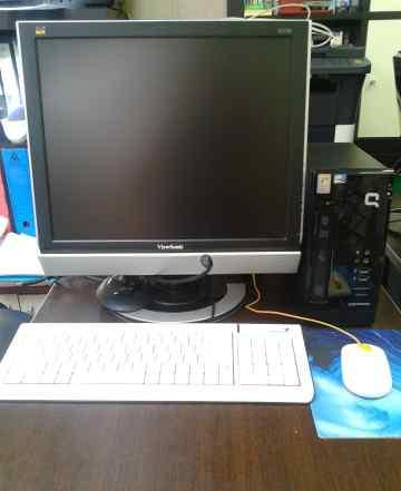 Компактный настольный компьютер с монитором