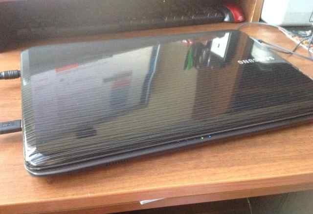 Ноутбук Samsung r525