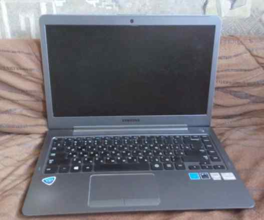 Породам ноутбук Samsung с сломанной крышкой