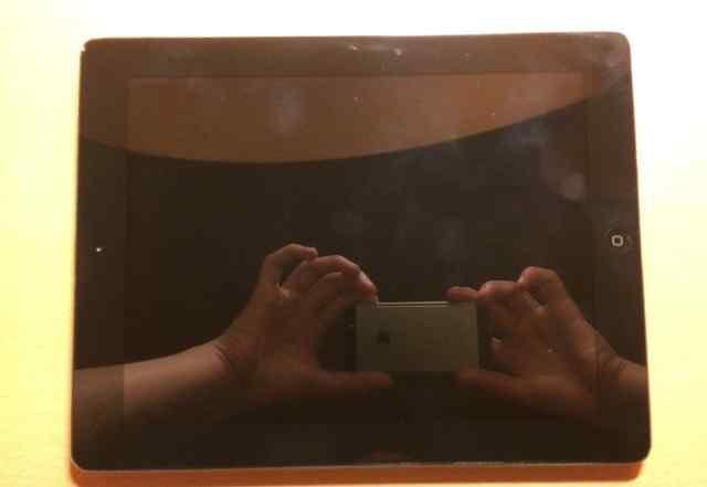 iPad 3, 16GB (без 3G) + оригинальная зарядка