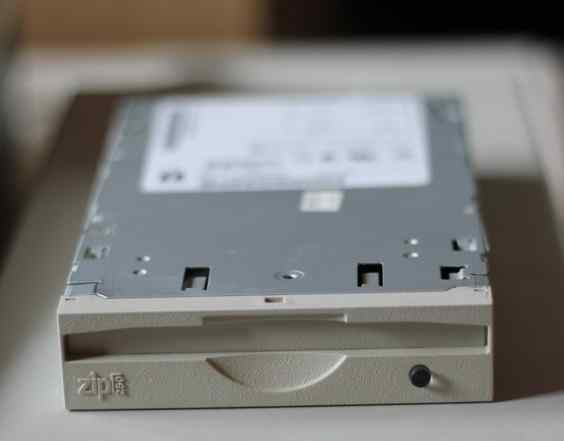 Привод Iomega Zip 250 Mb atapi