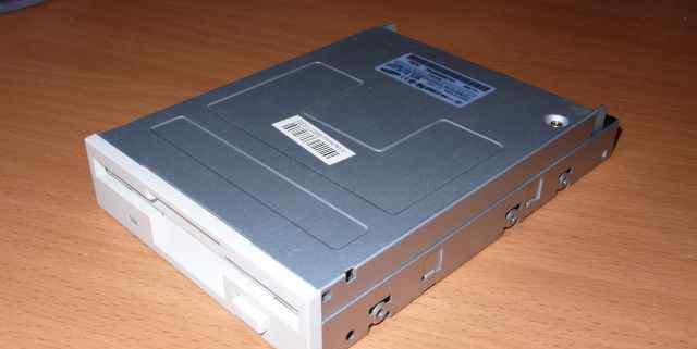 Флоппи-дисковод 3.5