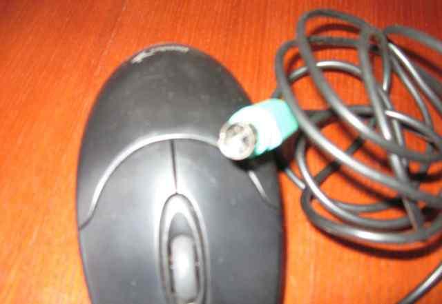 Черная проводная мышь для компьютера