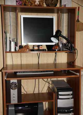 Компьютер, компьютерный стол и цветной принтер