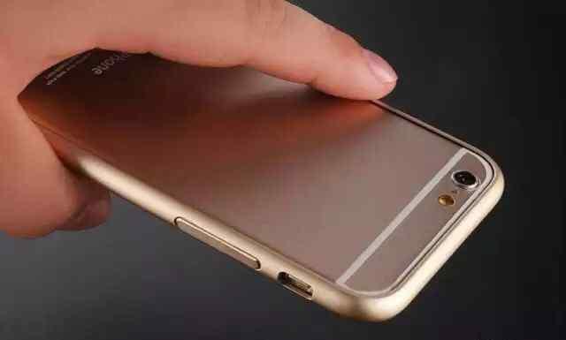 Продаю золотой бампер на iPhone 6+