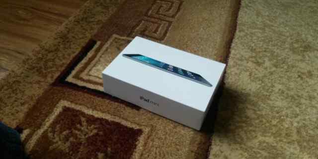 Коробка и зарядка от iPad mini