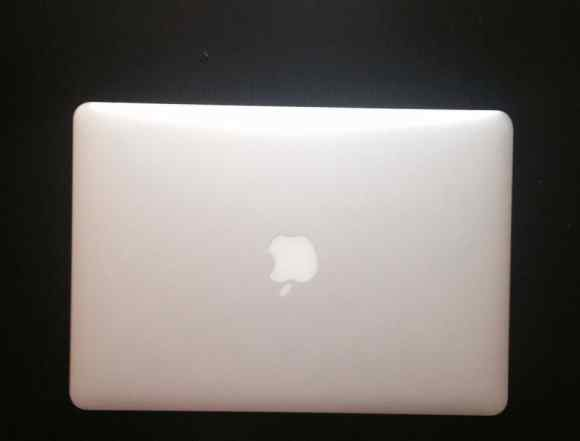 MacBook Air 13 intel core i5/28 ssd/4 gb, 2014