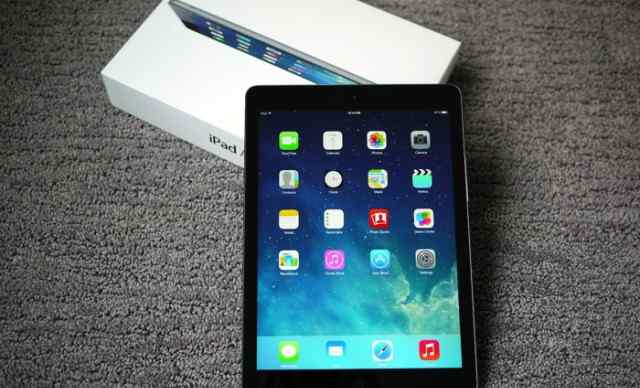 iPad Air 32GB Space Gray + Cellular / Smart Cover