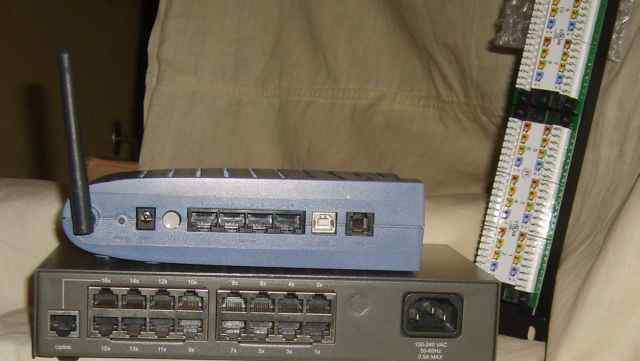 В упаковке патч-корды - панель Switch, WiFi ро(обм