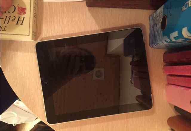 iPad 1. 64 гб