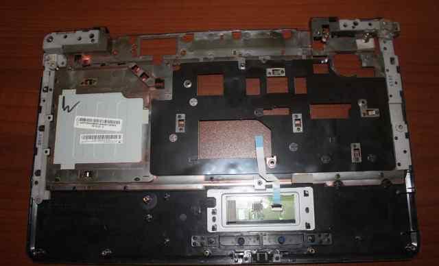 Передняя панель Lenovo G550 с тачпадом