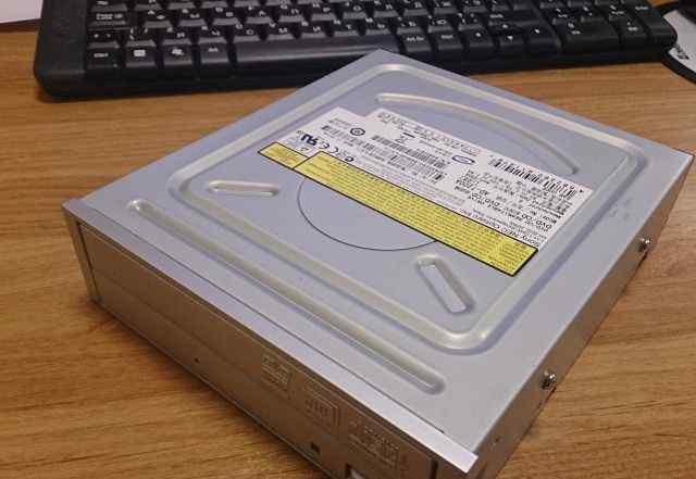 Sony/NEC 20x Dual Layer DVD+ /RW IDE Drive AD-7200