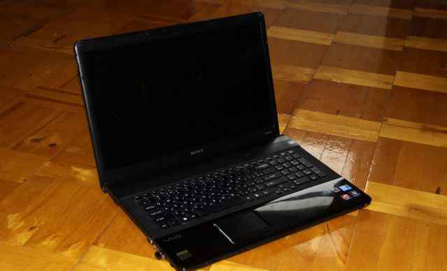 Ноутбук sony 17 дюймов, экран (черный бриллиант)