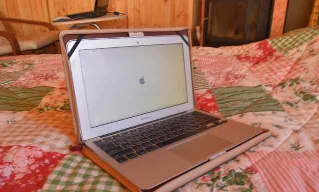 Macbook air 11 c чехлом-книжкой