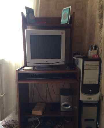Компьютер и столик