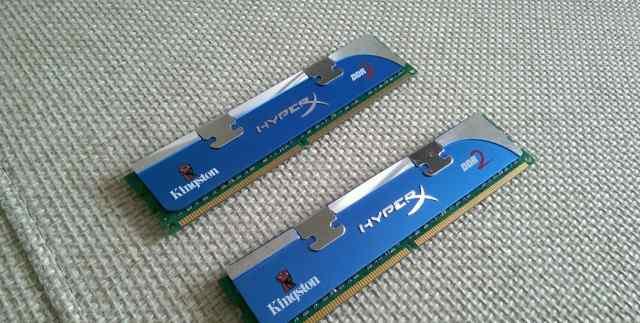 Две планки памяти Kingston Hyper X по 2 Гб каждая