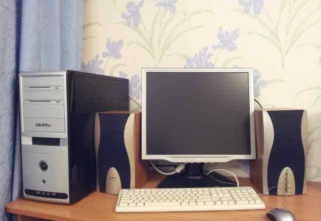 Компьютер в сборе с монитором и колонками