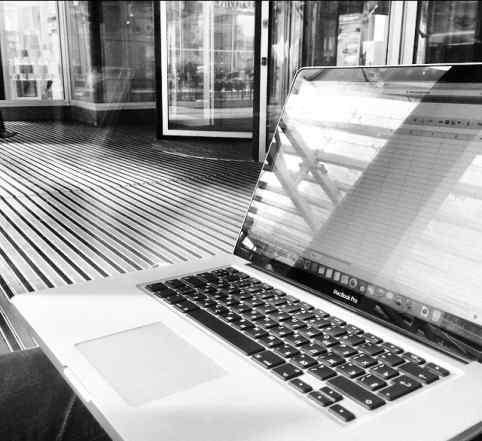 Macbook PRO 15/2010/Core i5/4 Гб/500 Гб