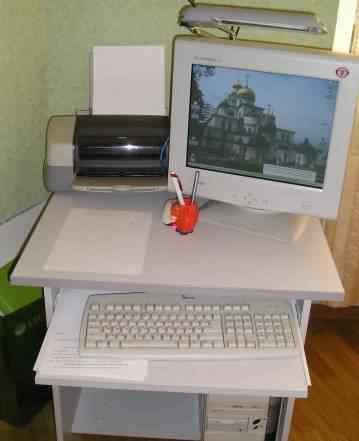 Настольный компьютер, монитор, клавиатура, мышь