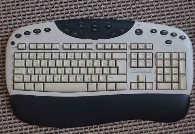 Клавиатура Logitech Canada 210