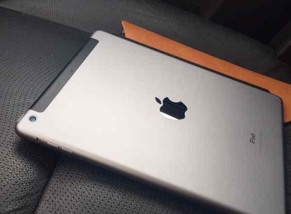 Apple iPad Air 16 гигабайт + 4G. Черный. Новый