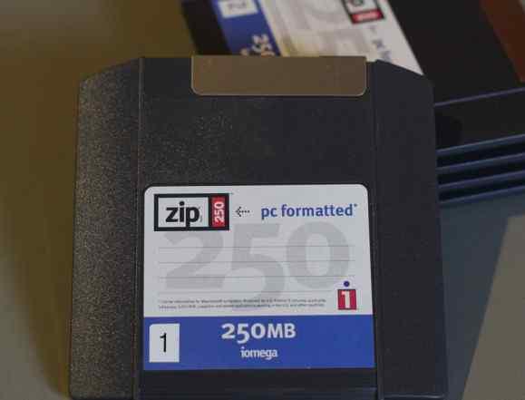Диск Iomega Zip 250 Mb без коробки