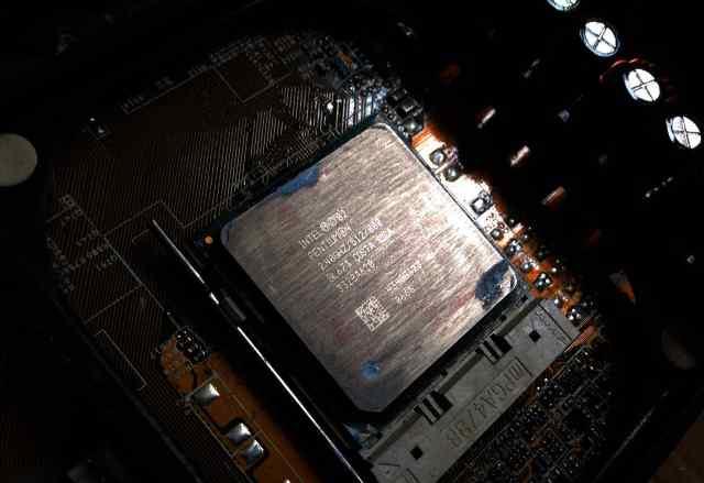 Процессор Intel Pentium 4 2.4 GHz, 512K, 800 FSB