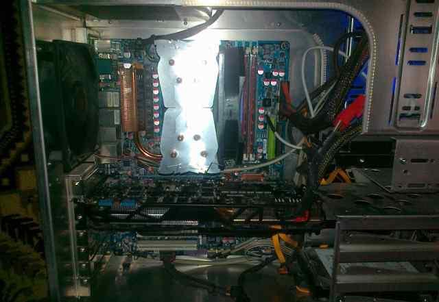Мат. пл. gigabyte GA-MA790FX-DQ6 c проц. AMD 9950