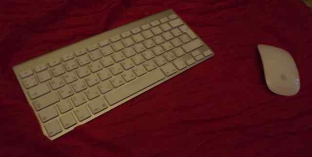 Беспроводные Apple клавиатура и Apple мышь