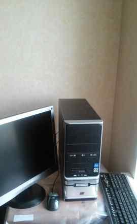 Настольный компьютер и ЖК-монитор