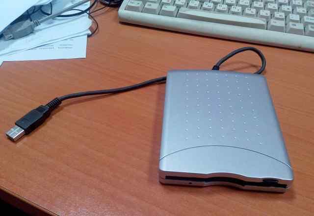 Внешний флоппи дисковод 3.5