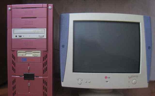 Компьютер с монитором-колонками