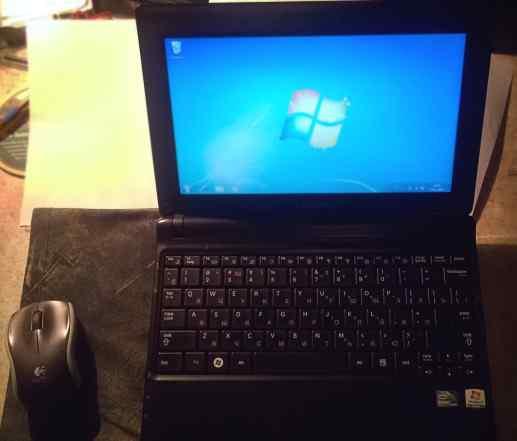 Ноутбук Samsung N145 + оптическая мышь + чехол
